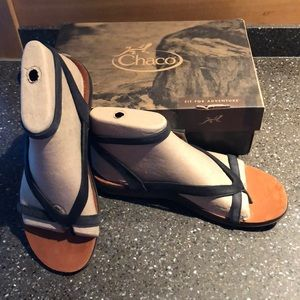 NWT WOMENS LEATHER CHACO SANDALS